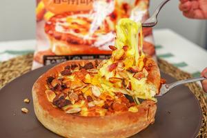 【急凍pizza】超市都買到!試食韓國直送急凍熔岩芝士芝加哥Pizza   原味辣肉腸/雞肉蕃薯口味