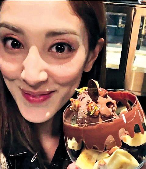 鄭嘉穎唱生日歌冧爆 陳凱琳30歲生日餵老公食飯