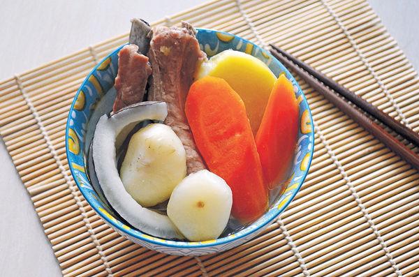 消暑養生湯:馬蹄椰子紅蘿蔔番薯排骨湯