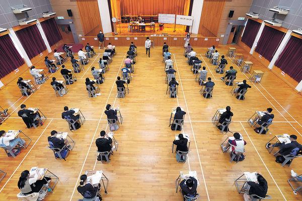 DSE放榜誕7狀元 1男2女超級狀元 1.7萬考生獲入大學門檻 1.4人爭1學位
