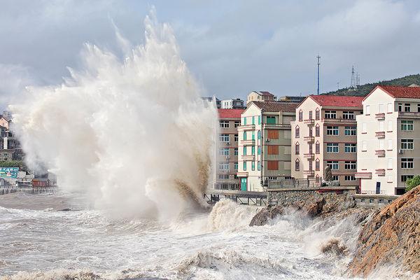 颱風「煙花」登陸浙江 上海加強防風戒備