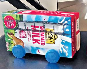 環保婆孫同樂飲品紙盒變玩具