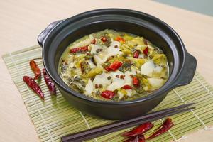 【酸菜魚食譜】簡單懶人版酸菜魚食譜30分鐘搞掂! 輕鬆煮出魚肉嫩滑香辣開胃酸菜魚