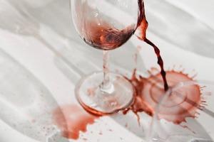 【紅酒漬】紅酒漬點洗?日本專家公開去除地毯紅酒漬方法