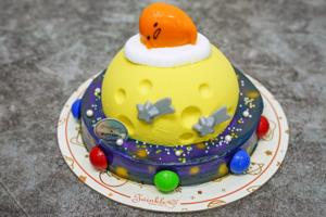 【Twinkle Baker Décor蛋糕】蛋糕店聯乘蛋黃哥蛋糕系列新登場 Gudetama梳乎蛋星球主題卡通蛋糕/呂宋芒慕絲配椰汁麻糬