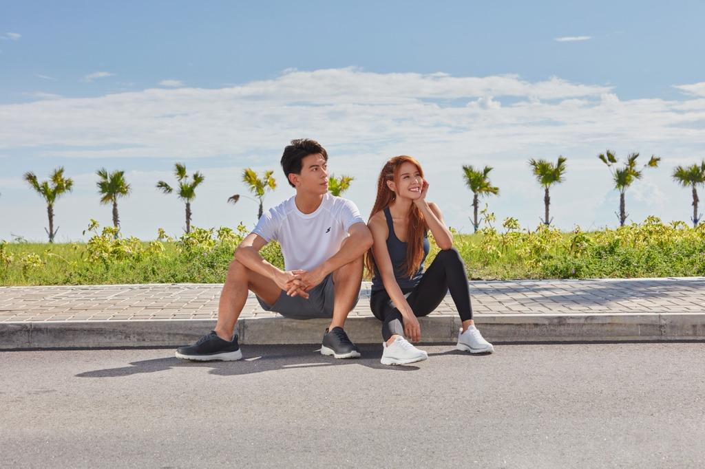 走路神鞋|SKECHERS升級版「GO WALK 6」健步鞋 高回彈鞋墊適合長時間站立走路人士