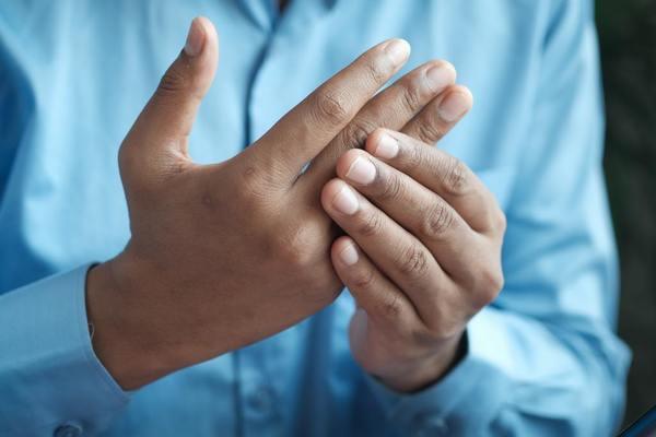【中風先兆】手腳麻痺無力小心中風! 中風症狀/高危人士/醫生6招護血管