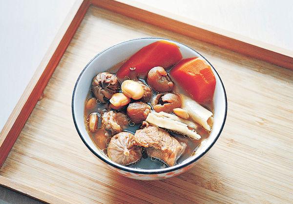 健脾化濕:雲苓扁豆無花果桂圓瘦肉湯