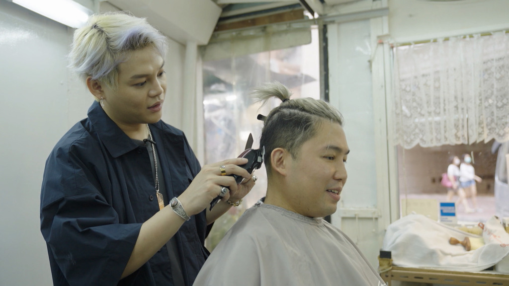 夕陽新丁│保錡@ERROR挑戰做巷仔理髮學師 旨呈路過探班慘遭「鬼剃頭」