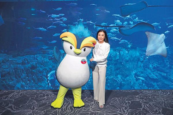 甘比化身「保育特使」 劉鑾雄捐1,000萬予海洋公園