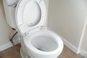 【腸易激綜合症】26歲地產經紀壓力大日日返工轉車揾廁所痾足30分鐘 醫生:腸易激患者避免吃11類脹氣食物