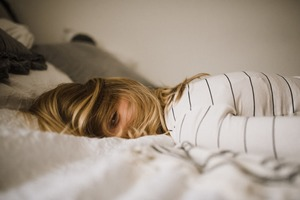【失眠】夜晚輾轉反側難以入睡原來是因為缺乏這種營養素? 日本醫生教你預防不寧腿綜合症