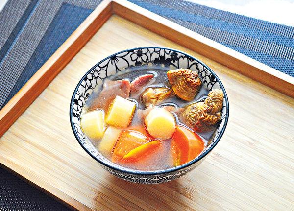 寒露時令湯水:姬松茸淮山栗子紅蘿蔔瘦肉湯