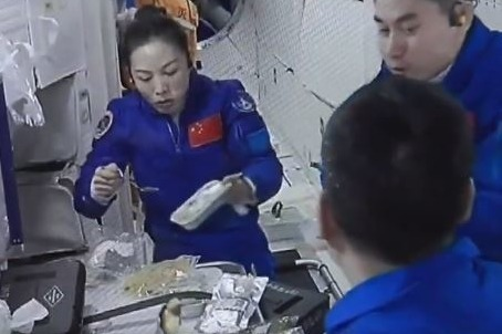 中國神舟十三號6個月太空食品曝光 吃餃子過年/升空前吃包/太空外賣
